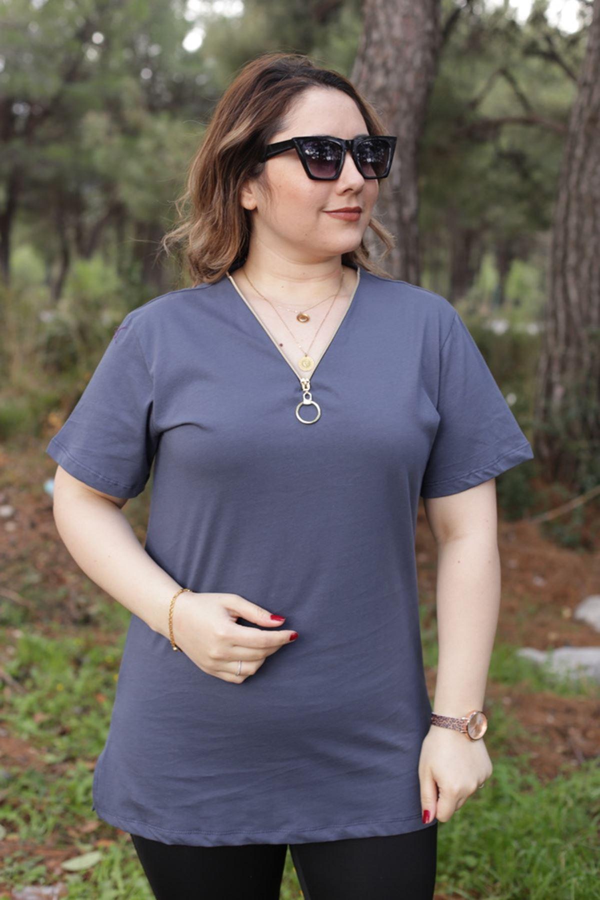 RENKTE GENİŞ KESİM FERMUARLI LACİVERT T-SHİRT